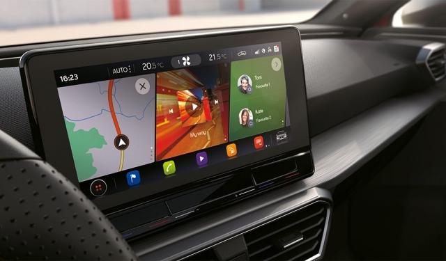 Navigationssystem mit 10-Zoll-Display mit natürlicher Sprach- und Gestensteuerung